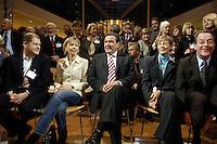 """21 NOV 2005, BERLIN/GERMANY:<br /> Olaf Scholz, SPD, 1. Parl. Geschaeftsfuehrer der BT-Fraktion, Doris Schroeder-Koepf, Ehefrau von Schroeder, Gerhard Schoeder, SPD, scheidender Bundeskanzler, Ankepetra Muentefering, Ehefrau von Muentefering, Franz Muentefering, Scheidender Fraktionsvorsitzender und desig. Bundesarbeitsminister, (v.L.n.R.), zu Beginn der Veranstaltung """"Danke, Kanzler!"""" der SPD Bundestagsfraktion, am letzten Amtstag von Gerhard Schroeder als Bundeskanzler, Willy-Brandt-Haus<br /> IMAGE: 20051121-01-004<br /> KEYWORDS: Gerhard Schröder"""