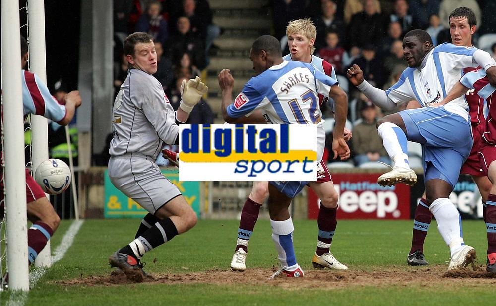Photo: Paul Thomas.<br /> Scunthorpe United v Swindon Town. Coca Cola League 1. 17/04/2006.<br /> <br /> Swindon's Ricky Shakes (12) scores.
