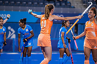 TOKIO - Felice Albers (NED) heeft de stand op 1-0 gebracht  en viert het met Frédérique Matla (NED)  tijdens de wedstrijd dames , Nederland-India (5-1) tijdens de Olympische Spelen   .   COPYRIGHT KOEN SUYK