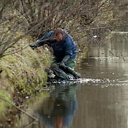 NLD/Breukelen/19940306 - Lijk gevonden bij de Scheendijk in Breukelen