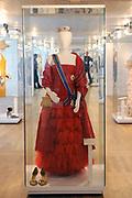 Beatrix opent tentoonstelling Máxima, 10 jaar in Nederland.//<br /> Queen Beatrix opens the exibition Maxima 10 years in the Netherlands<br /> <br /> Op de foto:<br /> <br />  Een Galajurk van Maxima , ontwerper Valentino // A Gala Maxima dress, designer Valentino