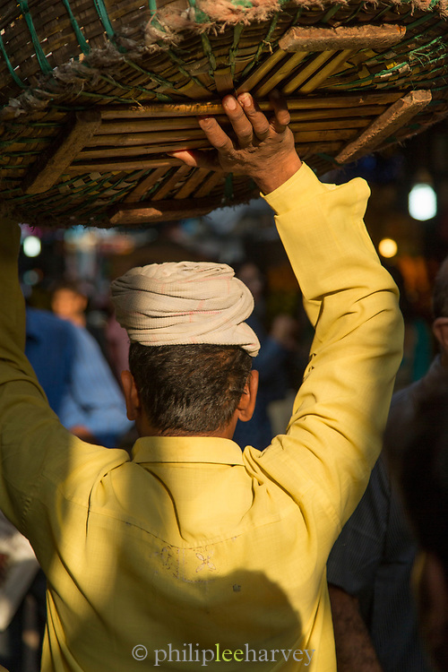 Rear view of market worker wearing traditional clothing, Mumbai, India