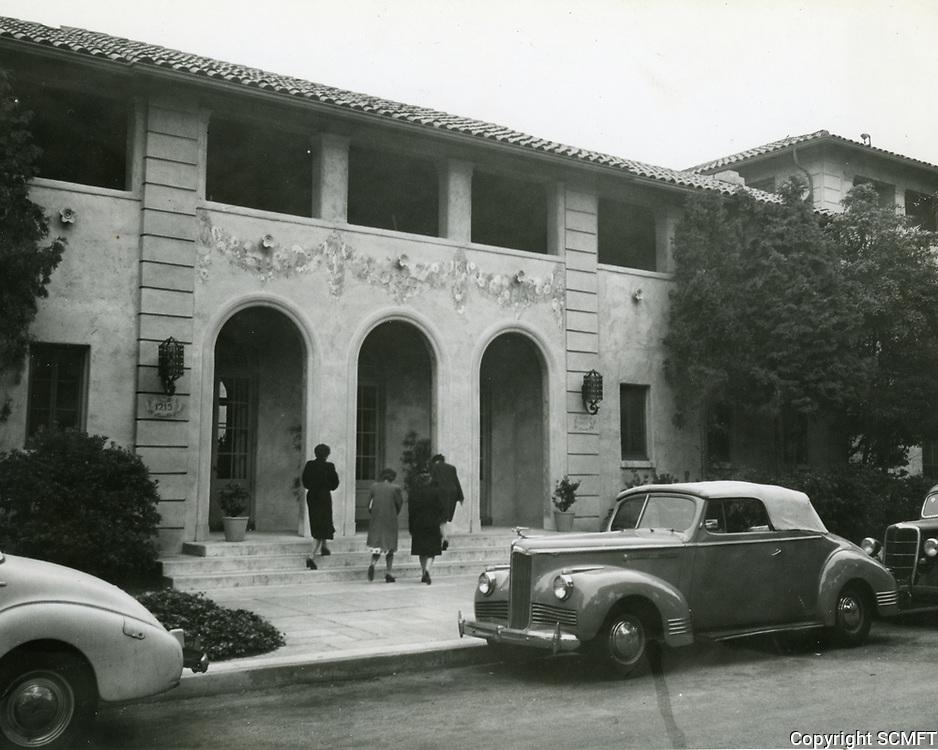 1946 Ladies enter the Hollywood Studio Club at 1215 Lodi Pl.