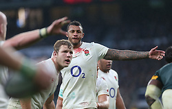 12 November 2016 Twickenham : Rugby Union International Match : England v South Africa :<br /> Courtney Lawes of England makes a call at a lineout, wearing a bloodstained shirt.<br /> Photo: Mark Leech