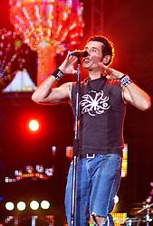 Dinho Ouro Preto vocalista do Capital Inicial durante o show no Planeta Atlântida 2012. FOTO: Jefferson Bernardes/Preview.com