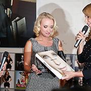 NLD/Amsterdam/20101110 - Presentatie Linda het Boek, Bram Moszkowicz en partner Eva Jinek samen met Linda de  Mol