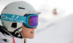 THEMENBILD - einen Skifahrerin mit Helm im Lift, aufgenommen am 15. Januar 2015 am Kitzsteinhorn, Kaprun, Österreich. EXPA Pictures © 2014, PhotoCredit: EXPA/ JFK