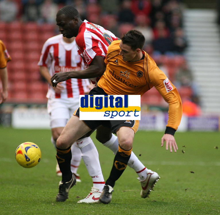 Photo: Mark Stephenson.<br />Stoke City v Wolverhampton Wanderers. Coca Cola Championship. 13/01/2007.<br />Wolve's Darren Potter on the ball.