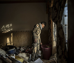 October 18, 2016 - Mosul, Iraq - NO SUBSCRIBTIONS ***..The battle of Mosul. Kurdish Peshmerga forces inspect an abandoned house in the outskirts of Mosul, Iraq, recaptured from the Islamic State (IS) jihadists by Kurdish Peshmerga and Iraqi forces (Credit Image: © AftonbladetIBL via ZUMA Wire)