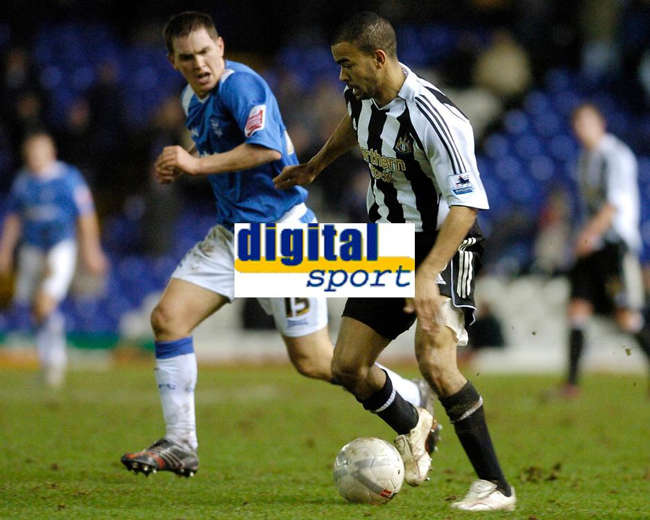 Photo: Leigh Quinnell.<br /> Birmingham City v Newcastle United. The FA Cup. 06/01/2007. Birminghams Neil Kilkenny keeps a close eye on Newcastles Kieron Dyer as he races for goal.
