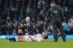 Mike Catt directs the Physio as England Outside Centre Brad Barritt bleeds from his left eye after taking Australia knock to the head in challenging Australia replacement Quade Cooper - Photo mandatory by-line: Rogan Thomson/JMP - 07966 386802 - 29/11/2014 - SPORT - RUGBY UNION - London, England - Twickenham Stadium - England v Australia - QBE Autumn Internationals.