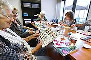 Nederland, Groesbeek, 30-9-2014In het dorpshuis is een inloophuis, inloopruimte, gevestigd, opgezet door vrijwilligers, waar mensen die te maken hebben of hebben gehad met kanker, ziekte, of het verlies van een dierbare door ziekte, wat gezelschap en afleiding kunnen opzoeken.FOTO: FLIP FRANSSEN/ HOLLANDSE HOOGTE