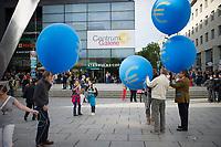 DEU, Deutschland, Germany, Dresden, 25.08.2014: Wahlveranstaltung der Partei Alternative für Deutschland (AfD) mit Euro-Ballons in der Prager Strasse.