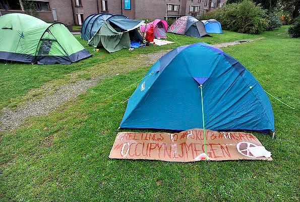 Nederland, Nijmegen 19-10-2011 Actievoerders van de occupy beweging op het Valkhof. Zij protesteren tegen de macht van banken, en de falende politiek.Foto: Flip Franssen/Hollandse Hoogte