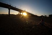 Rio das Ostras_RJ, Brasil...Emissario submarino e Pier localizado na praia da Costa Azul, Rio de Janeiro...The Costa Azul Beach, near the pier that will support the pumping chamber connecting the onshore sewer line with the marine outfall, Rio de Janeiro...Foto: LEO DRUMOND / NITRO
