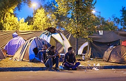 03.10.2015, Grenzübergang, Salzburg - Freilassing, GER, Flüchtlingskrise in der EU, im Bild Flüchtlinge sitzen vor Ihren Zelten am Gehsteig // Refugees sit in front of their tents at sidewalk. Europe is dealing with its greatest influx of migrants and asylum seekers since World War II as immigrants fleeing war and poverty in the Middle East, Afghanistan and Africa try to reach Germany and other Western European countries, German - Austrian Border, Salzburg on 2015/10/03. EXPA Pictures © 2015, PhotoCredit: EXPA/ JFK