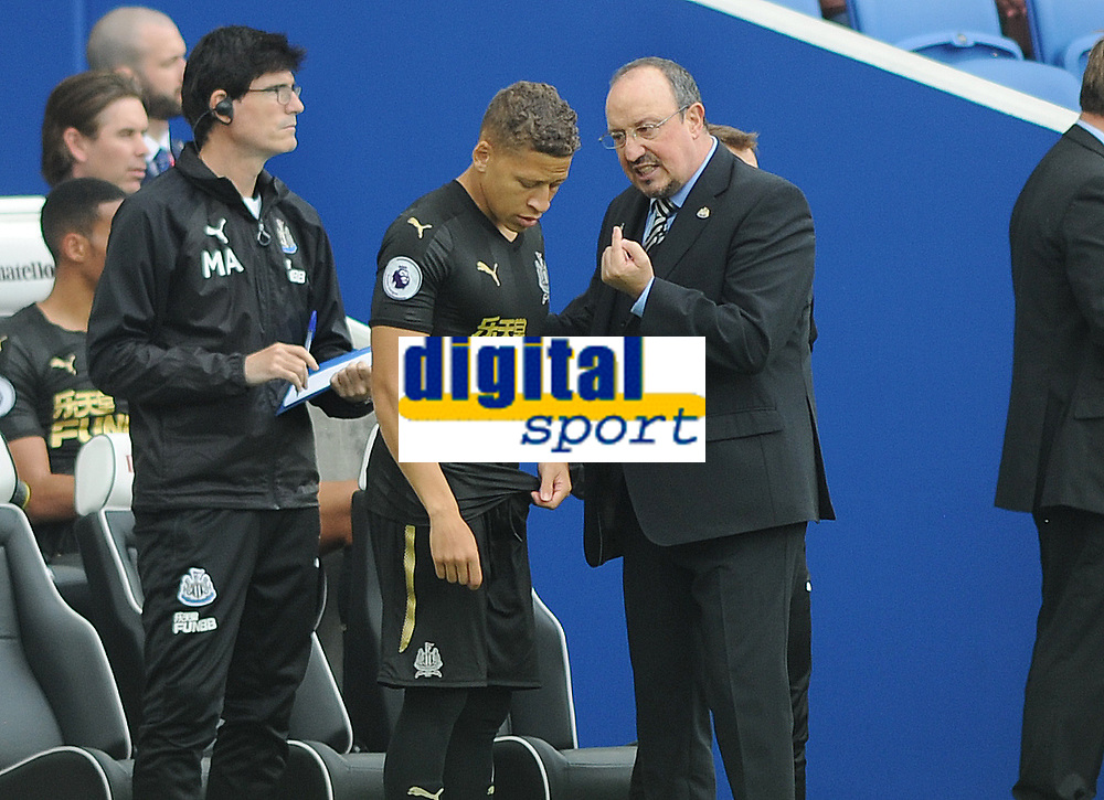 Football - 2017 / 2018 Premier League - Brighton & Hove Albion vs. Newcastle United<br /> <br /> Newcastle manager Rafa Benitez gives instructions to Substitute Dwight Gayle at The Amex.<br /> <br /> COLORSPORT/ANDREW COWIE