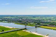 Nederland, Gelderland, Tiel, 13-05-2019; Scheepvaartverkeer op rivier De Waal, ter hoogte van Prins Willem Alexanderbrug, De brug verbindt Beneden-Leeuwen - Echteld<br /> Shipping traffic on river De Waal, Prince Willem Alexander Bridge.<br /> luchtfoto (toeslag op standard tarieven);<br /> aerial photo (additional fee required);<br /> copyright foto/photo Siebe Swart