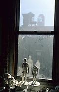New York. Brooklyn. Masaru bando loft in Dumbo area, artist leaving under the Brooklyn and Manhattan bridges  Brooklyn New York  Usa /   atelier de masaru bando a Dumbo, quartier des docks occupes par les artistes sous les ponts de Manhattan et de Brooklyn  Brooklyn New York  Usa