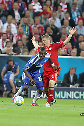 19.05.2012, Allianz Arena, Muenchen, GER, UEFA CL, Finale, FC Bayern Muenchen (GER) vs FC Chelsea (ENG), im Bild Salomon KALOU (FC Chelsea),vorn im Zweikampf mit Bastian SCHWEINSTEIGER (Bayern Muenchen) // during the Final Match of the UEFA Championsleague between FC Bayern Munich (GER) vs Chelsea FC (ENG) at the Allianz Arena, Munich, Germany on 2012/05/19. EXPA Pictures © 2012, PhotoCredit: EXPA/ Eibner/ Eckhard Eibner..***** ATTENTION - OUT OF GER *****