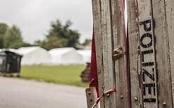 24.05.2015, Polizeidirektion, Salzburg, AUT, Zeltstadt fuer Fluechtlinge in Salzburg, im Bild eine Polizei Absperrung // police barrier at the tent city at the sports ground of the Police Directorate, Salzburg, Austria on 2015/05/24. EXPA Pictures © 2015, PhotoCredit: EXPA/ JFK