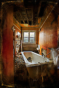 Bath in abandoned house http://www.vivecakohphotography.co.uk/2011/02/04/bath-time/
