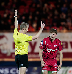 Referee Wayne Barnes awards a penalty<br /> <br /> Photographer Simon King/Replay Images<br /> <br /> European Rugby Champions Cup Round 6 - Scarlets v Toulon - Saturday 20th January 2018 - Parc Y Scarlets - Llanelli<br /> <br /> World Copyright © Replay Images . All rights reserved. info@replayimages.co.uk - http://replayimages.co.uk