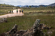 Diamantina_MG, Brasil...Grupo de caminhantes percorrendo o trecho da Estrada Real que vai de Diamantina a Sao Goncalo do Rio das Pedras...The tourists group walking on the Estrada Real (Real Road) between Diamantina and Sao Goncalo do Rio das Pedras...Foto: LEO DRUMOND /  NITRO