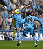 Photo: Ed Godden.<br />Coventry City v Leeds United. Coca Cola Championship. 16/09/2006. Coventry's Kevin Kyle (L) is challenged from behind by Sean Gregan.