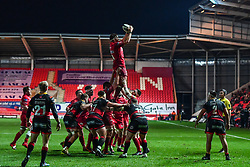 Scarlets' Steven Cummins claims the lineout<br /> <br /> Photographer Craig Thomas/Replay Images<br /> <br /> Guinness PRO14 Round 13 - Scarlets v Dragons - Friday 5th January 2018 - Parc Y Scarlets - Llanelli<br /> <br /> World Copyright © Replay Images . All rights reserved. info@replayimages.co.uk - http://replayimages.co.uk