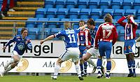 Fotball<br /> Tippeligaen 2005<br /> 05.05.2005<br /> Molde v Tromsø<br /> Foto: Richard Brevik, Digitalsport<br /> <br /> Tromsøs Benjamin Kibebe fortviler etter feil som førte til scoring av Moldes Rob Friend
