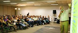 """Sergio Diniz da Silva palestra sobre """"O Negocio Salão de Beleza"""" na Hair Brasil 2007, maior evento de beleza da América Latina, realizado de 13 a 17 de abril, no Expo Center Norte, na zona norte de São Paulo. FOTO: Jefferson Bernardes/Preview.com"""