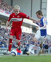 Photo: Andrew Unwin.<br />Blackburn Rovers v Middlesbrough. The Barclays Premiership. 18/03/2006.<br />Blackburn's Morten Gamst Pedersen (R) competes with Middlesbrough's Simon Davies (L).