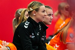 Merel Freriks of Netherlands sitting on the bench during the Women's EHF Euro 2020 match between Croatia and Netherlands at Sydbank Arena on december 06, 2020 in Kolding, Denmark (Photo by RHF Agency/Ronald Hoogendoorn)
