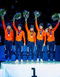 13-01-2019 NED: ISU European Short Track Championships 2019 day 3, Dordrecht<br /> (L-R) Tineke den Dulk, Lara van Ruijven, Yara van Kerkhof, Europees Kampioen Suzanne Schulting and Rianne de Vries pose in the Ladies Relay medal ceremony during the ISU European Short Track Speed Skating Championships