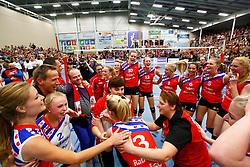 20150425 NED: Eredivisie VC Sneek - Eurosped, Sneek<br />Vreugde en vreugdetranen bij VC Sneek na winnen van de landstitel<br />©2015-FotoHoogendoorn.nl / Pim Waslander