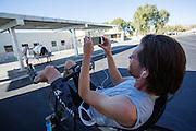 De leden van het Human Power Team Delft en Amsterdam, bestaande uit studenten van de TU Delft en de VU Amsterdam, werken in Battle Mountain aan de VeloX 6. In Battle Mountain (Nevada) wordt ieder jaar de World Human Powered Speed Challenge gehouden. Tijdens deze wedstrijd wordt geprobeerd zo hard mogelijk te fietsen op pure menskracht. Het huidige record staat sinds 2015 op naam van de Canadees Todd Reichert die 139,45 km/h reed. De deelnemers bestaan zowel uit teams van universiteiten als uit hobbyisten. Met de gestroomlijnde fietsen willen ze laten zien wat mogelijk is met menskracht. De speciale ligfietsen kunnen gezien worden als de Formule 1 van het fietsen. De kennis die wordt opgedaan wordt ook gebruikt om duurzaam vervoer verder te ontwikkelen.<br /> <br /> In Battle Mountain (Nevada) each year the World Human Powered Speed Challenge is held. During this race they try to ride on pure manpower as hard as possible. Since 2015 the Canadian Todd Reichert is record holder with a speed of 136,45 km/h. The participants consist of both teams from universities and from hobbyists. With the sleek bikes they want to show what is possible with human power. The special recumbent bicycles can be seen as the Formula 1 of the bicycle. The knowledge gained is also used to develop sustainable transport.