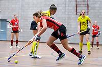 HEILOO -  Schaerweijde speelster Maran Hamers  tijdens de competitiewedstrijd zaalhockey tussen de vrouwen van  Terriers en Schaerweijde .  COPYRIGHT KOEN SUYK