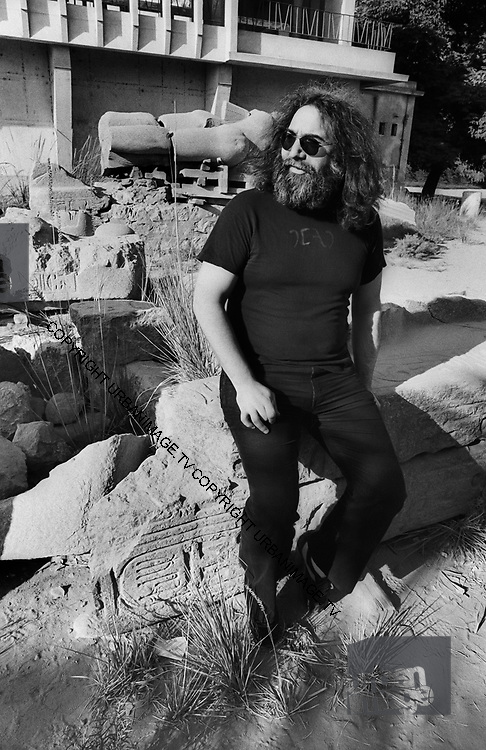 The Grateful Dead – Egypt 1978 Jerry Garcia visits the museum at the site of ancient capital Memphis
