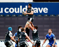James King of Ospreys claims the lineout<br /> <br /> Photographer Simon King/Replay Images<br /> <br /> Guinness PRO14 Round 18 - Ospreys v Dragons - Saturday 23rd March 2019 - Liberty Stadium - Swansea<br /> <br /> World Copyright © Replay Images . All rights reserved. info@replayimages.co.uk - http://replayimages.co.uk