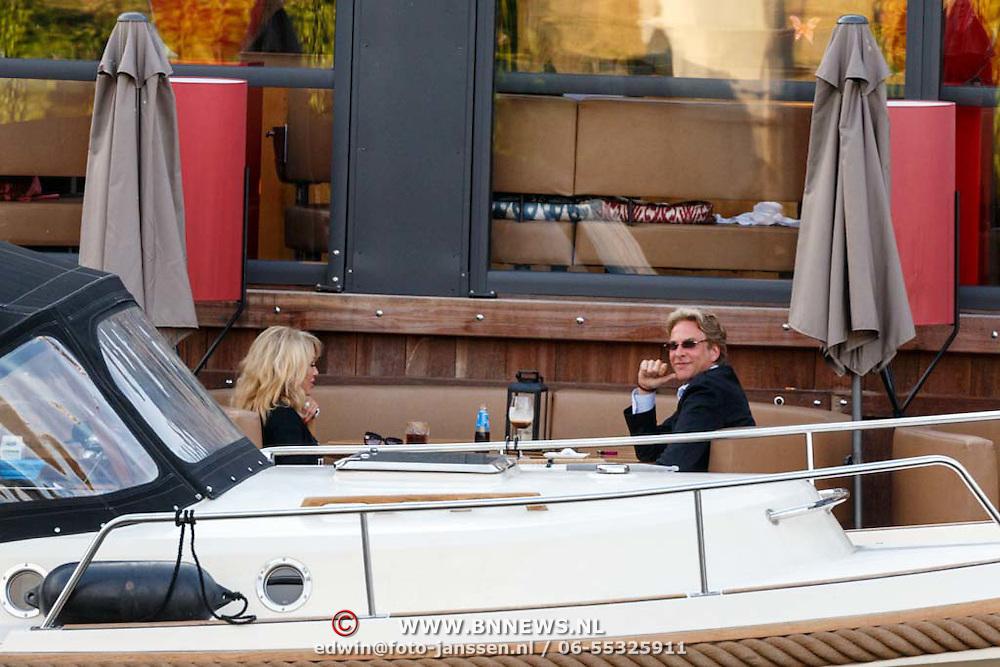 NLD/Amsterdam/20150714 - Patricia Paay aan het dineren met haar ex man Adam Curry