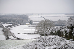 © Licensed to London News Pictures. 28/12/2020. Burford, UK. Oxfordshire countryside covered in snow near the village of Burford in Oxfordshire, south England as the UK experiences freezing temperatures over night. Photo credit: Ben Cawthra/LNP