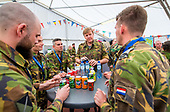 Koning Willem Alexander bezoekt kazerne in Vredepeel