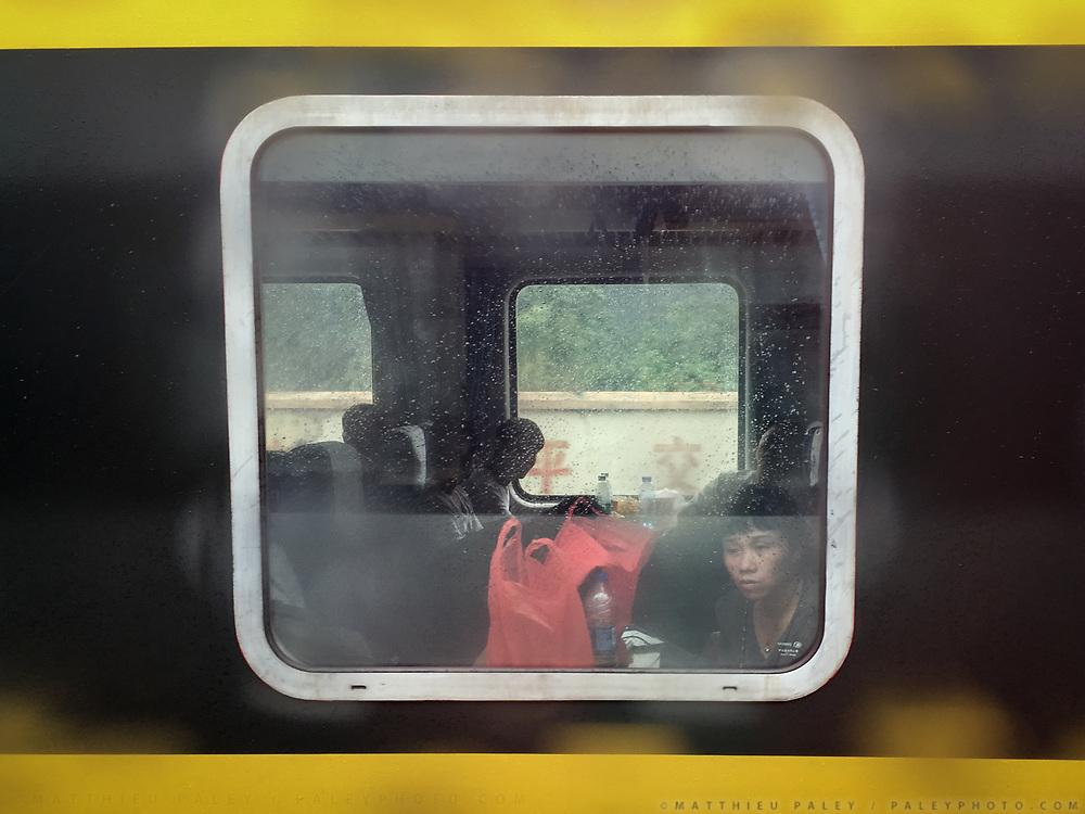 Between Shaoguan and Chenzhou. Life in the train from Guangzhou/Shenzhen to Xinjiang.