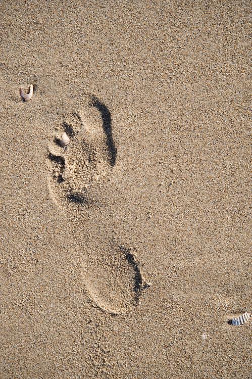 Nederland, Rotterdam, 11 april 2008.Maasvlakte..Voetstap in het zand. Blote voet afdruk in strak zand. Voetprint, footprint, voetafdruk, symbool voor beslag op de wereld..Foto (c) Michiel Wijnbergh