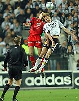 Fotball Tippiligaen 16.10.05 - Rosenborg - Brann 4-1<br /> Paul Scharner og Frode Johnsen i luftig duell<br /> Foto: Carl-Erik Eriksson, Digitalsport