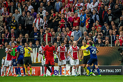 24-05-2017 SWE: Final Europa League AFC Ajax - Manchester United, Stockholm<br /> Finale Europa League tussen Ajax en Manchester United in het Friends Arena te Stockholm / Opstootje met Davy Klaassen (C) #10 of Ajax, Andre Onana (GK) #24 of Ajax, Ander Herrera #20 of Manchester United