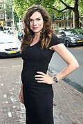Cover onthulling Vogue The Book in het Amstel Hotel, Amsterdam.<br /> <br /> op de foto:  Anna Drijver ( zwanger )
