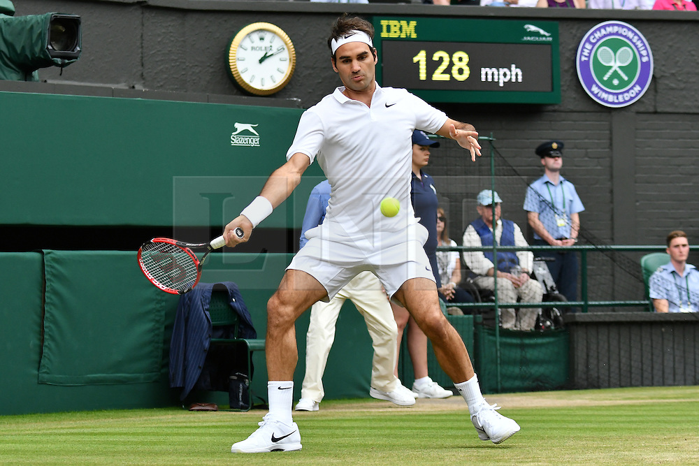 © Licensed to London News Pictures. 07/07/2016. ROGER FEDERER plays against  STEVE JOHNSON in a forth round mens singles match on the seventh day of the WIMBLEDON Lawn Tennis Championships.  London, UK. Photo credit: Ray Tang/LNP