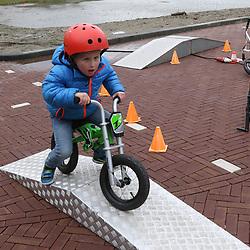 07-04-2016: Wielrennen: Energiewachttour vrouwen: Winsum<br /> WINSUM (NED) wielrennen <br /> De tweede etappe in de Energiewacht rond Winsum werd door de wind een zware etappe